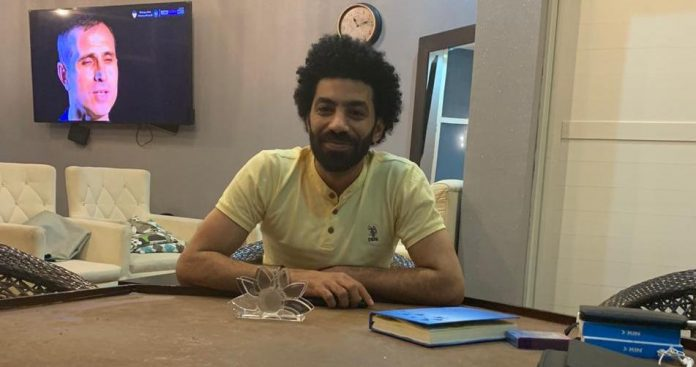 شبيه الاعب محمد صلاح قام بعقد عمل في الإمارات